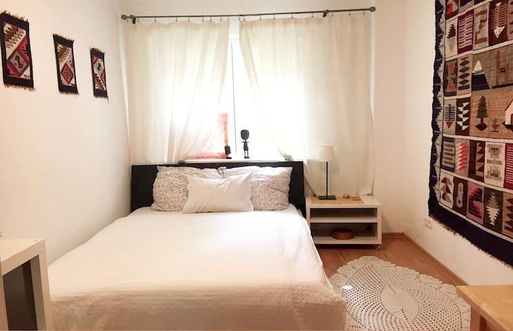 Cosy room, beautiful area, near to subway.
