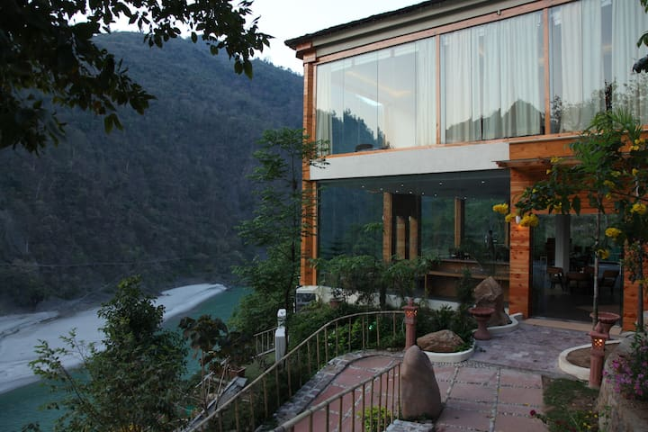 Mesmirising Cottages on the Ganges in Rishikesh
