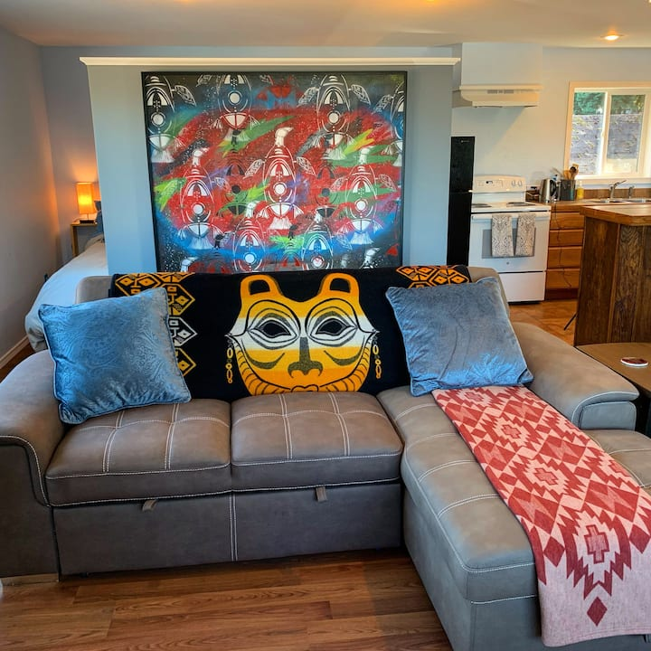 Artsy Guestsuite near downtown Seattle and airport