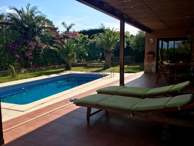 Nice Villa with private pool and BBQ - Les Planes del Rei - Huis