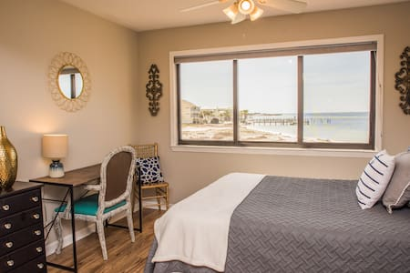 """Anchors Away"" - Studio Condo w/ easy beach access"