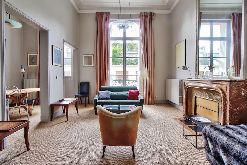 Champs-Élysées - Luxury Apt with balcony - Apartments for ...