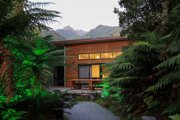 Spacious Gecko House w/ Spa Access & Large Terrace