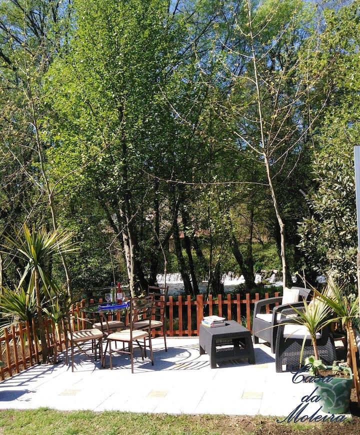 Casa de 2 habitaciones en Rendufe, con magnificas vistas al lago, jardín cerrado y WiFi