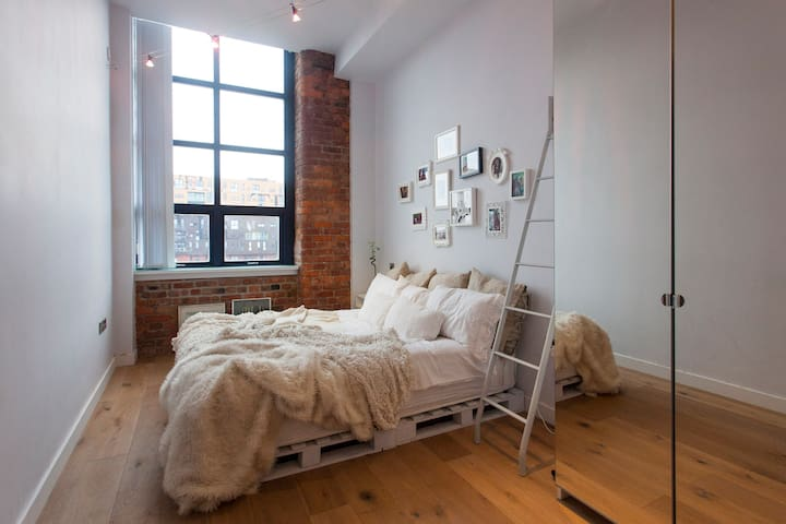 New York Loft Apt. in Perfect City Centre Location