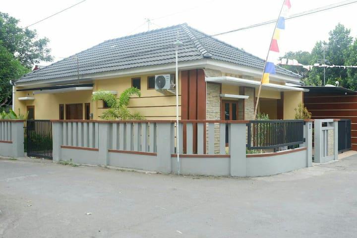 ELANHA Home Stay - Yogyakarta