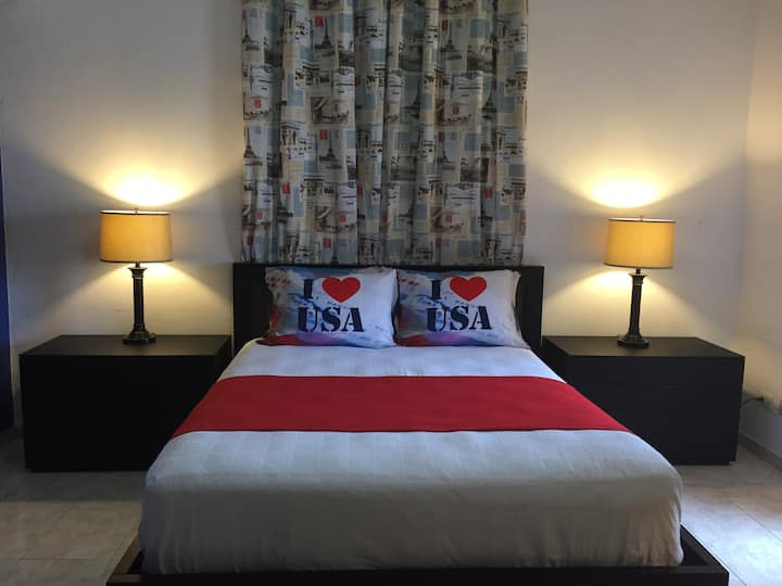 Two Beds, Breakfast, AC, Wi-Fi & Airport Shuttle!