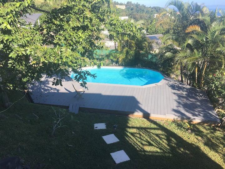 Chambre vue mer ds maison bois avec piscine