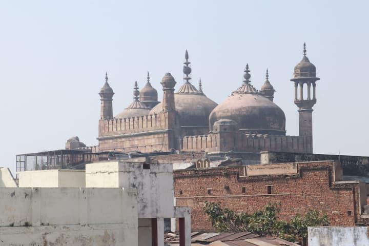 Shanti Niwas <==> A Place to Explore.