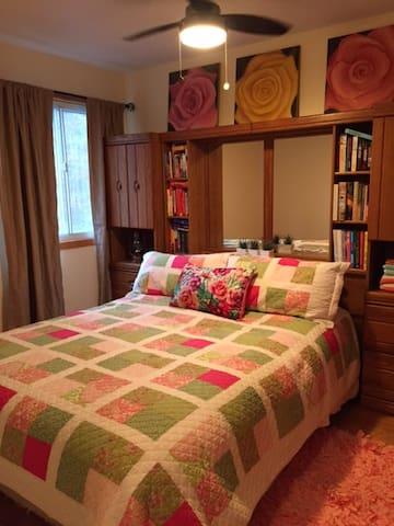 Clean, comfy, convenient 2 bedroom Efficiency Apt