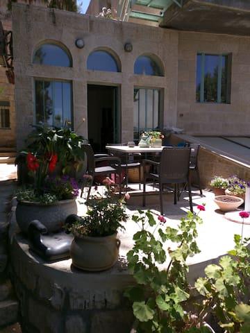 Large house w/ garden near old city - Jerusalén - Villa