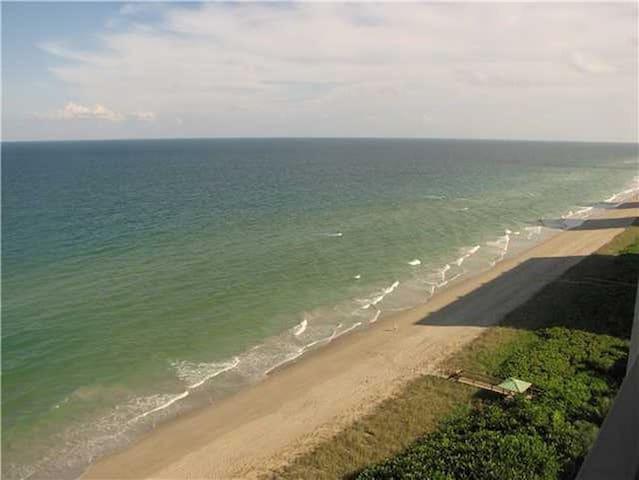 Beach Front Condo - Jensen Beach