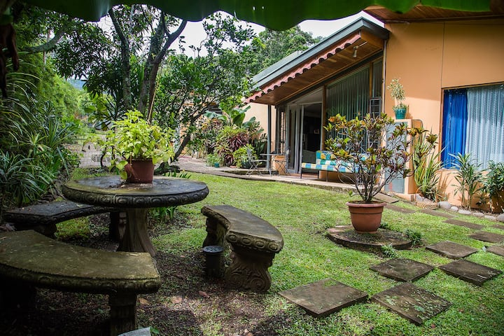 Gorgeous and safe garden apartment in Escazú.
