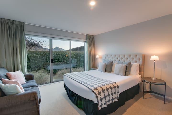 You'll be just as comfortable in the second bedroom as the master, with the super soft bed. Plus there is an ensuite bathroom for those night time interruptions (shhhh).   Wake up to lake views. Book Now!!