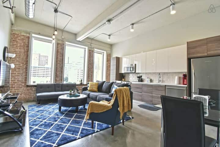 Corporate Apartment with Valet Parking