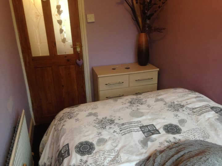 Beautiful Victorian property dble bed in box room