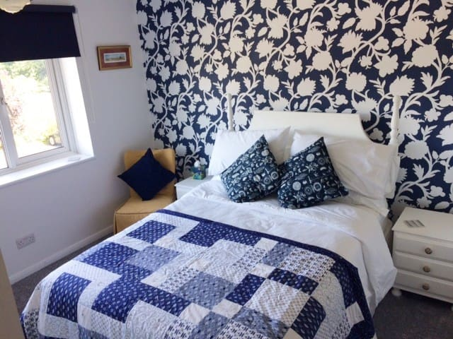 Sapphire Room, in Godstone village close to M23/25