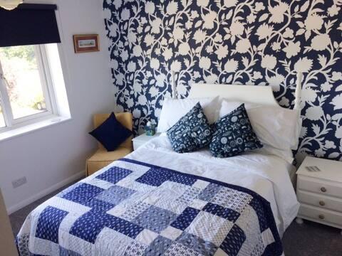 Sapphire Room, in Godstone village close to M23/25
