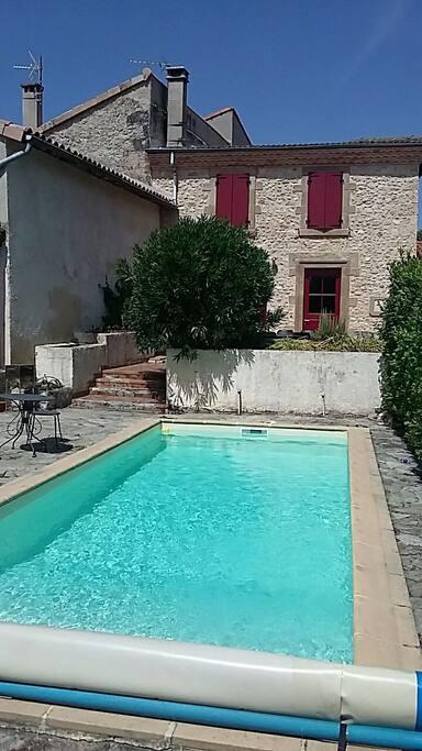 Maison 19e avec piscine au coeur du village maisons for Piscine 8x3