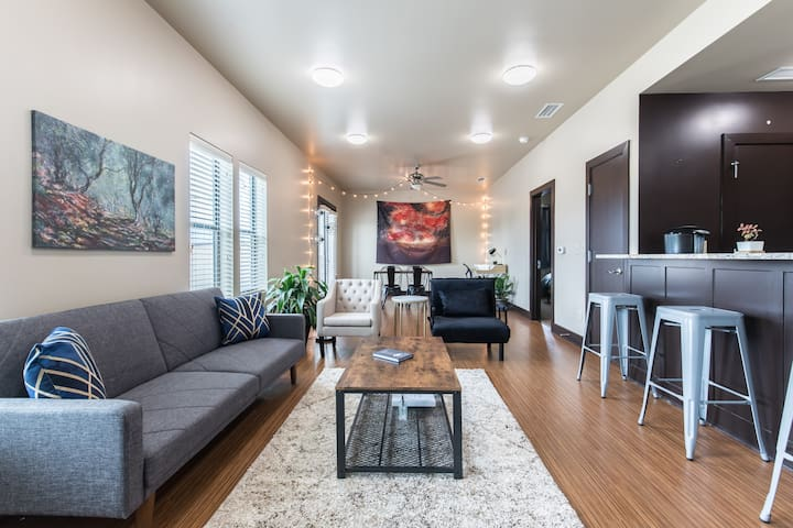 Fort Worth Quiet Loft 202 - Walk to Magnolia Ave!