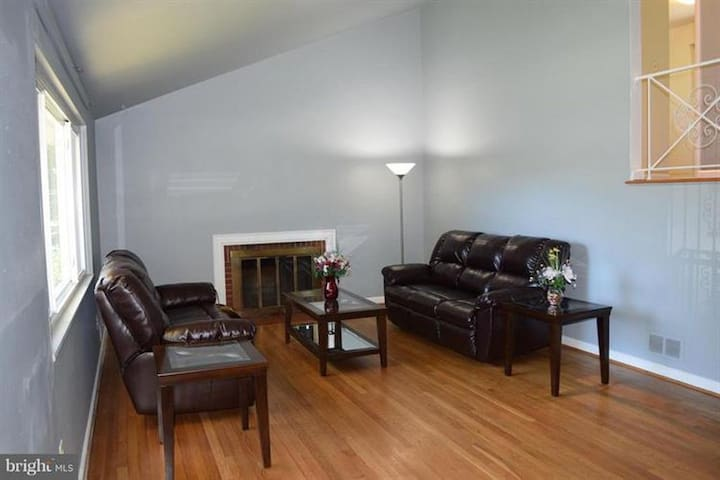 Private room near Glenmont metro