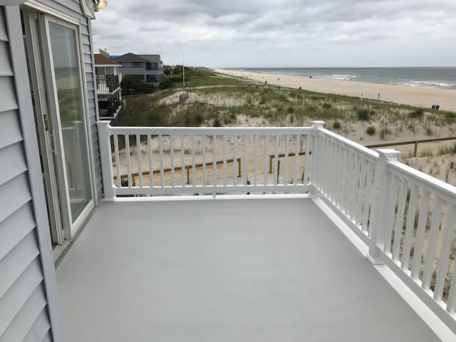 OCEAN FRONT 5 BED/4 BATH W/ SPECTACULAR VIEWS