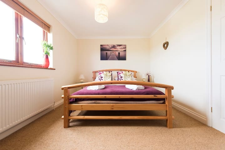 Archies Place in the heart of St Issey, nr Padstow - Churchtown - House