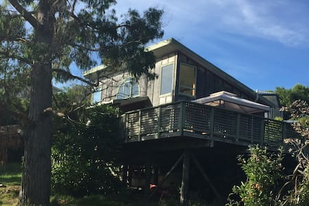 Simple Kiwi bach in a bush & sea paradise. - Anakiwa - Cabana