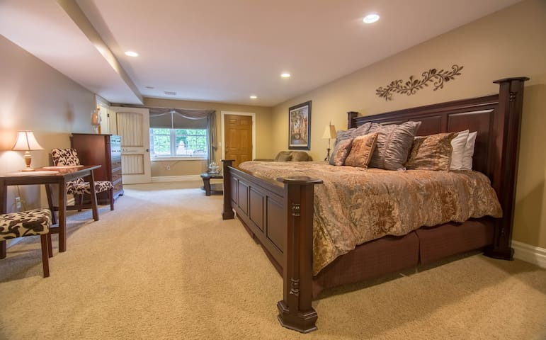 The Barn at Strasburg (Master Suite)