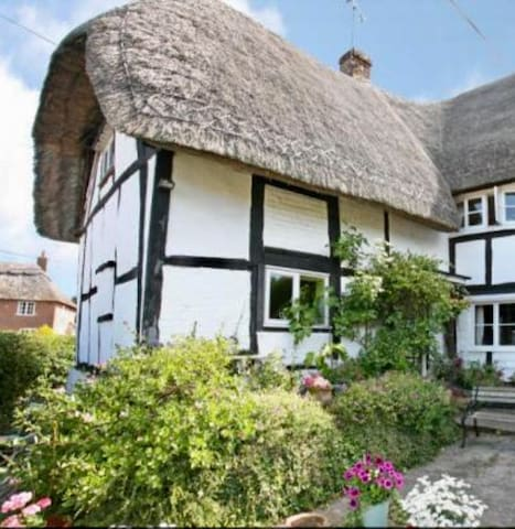 Beautiful, romantic, thatched cottage