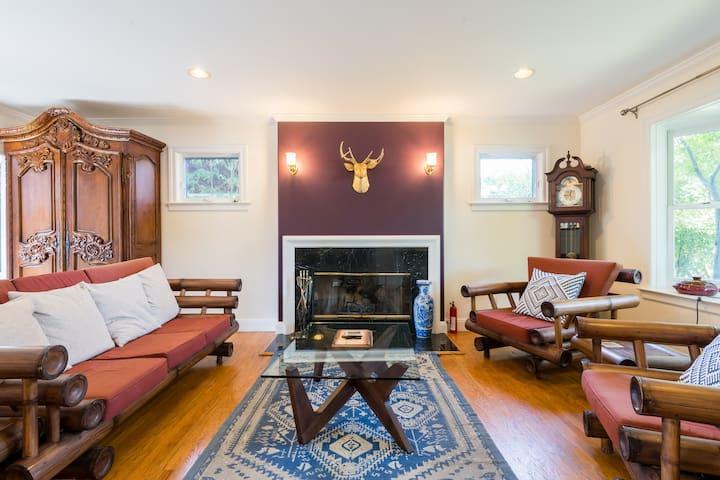 Palo Alto Designer Home (Blue Room)