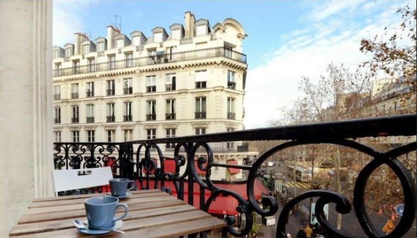 Spacious 2 bed at 3min by walk from Champs Elysées