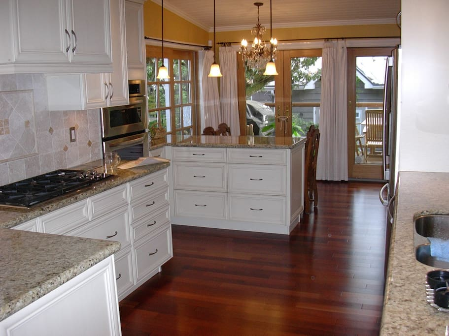 Fully equipped kitchen. Gas cooktop, fridge with water & ice dispenser, wall oven/microwave combo