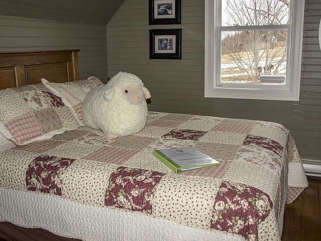 Eagle Room - Queen bed, shared bath, view of the farm