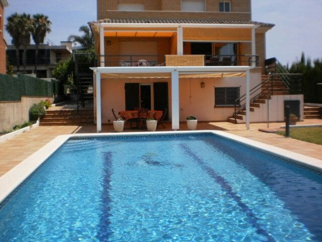 Cosy apartments with swimming pool and garden - Calafell