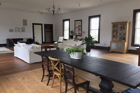 Sunny, High Ceiling Loft in Historic Village - Little Compton