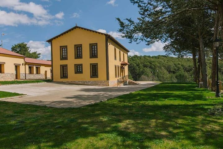 """Centro Rio Lobos"" Apartamento C - Hontoria del Pinar - House"