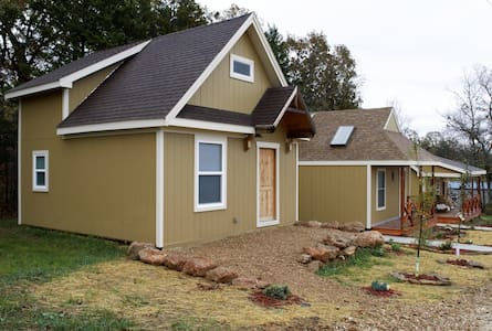 Cabins w/ River Access near Fort Leonard Wood!! - Waynesville - Kisház