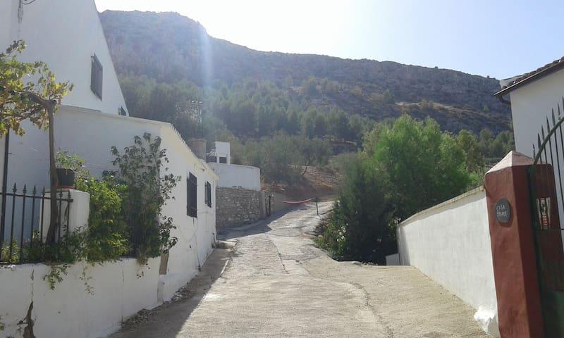 Casa Rústica en paraje rural. - Teba - บ้าน