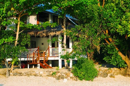 Dazzling Beach and Coral Reef at Your Doorstep! - Bed & Breakfast