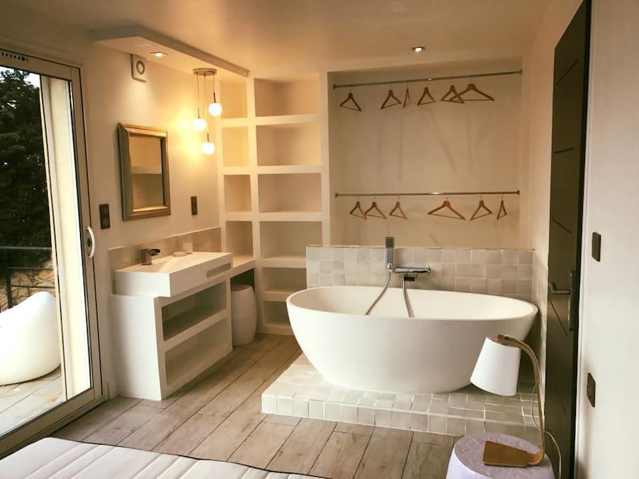 NOUVEAU Suite parentale avec dressing et salle de bain vue mer et Cap Canaille