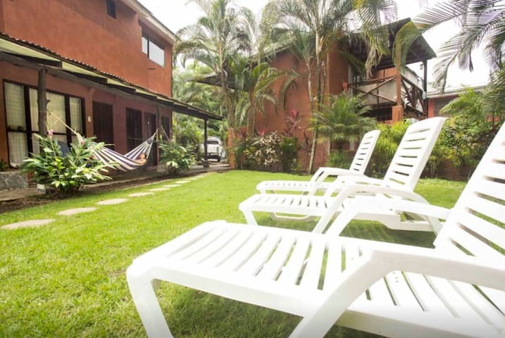 Sunny Beachside Oasis - Playa Hermosa - Appartement
