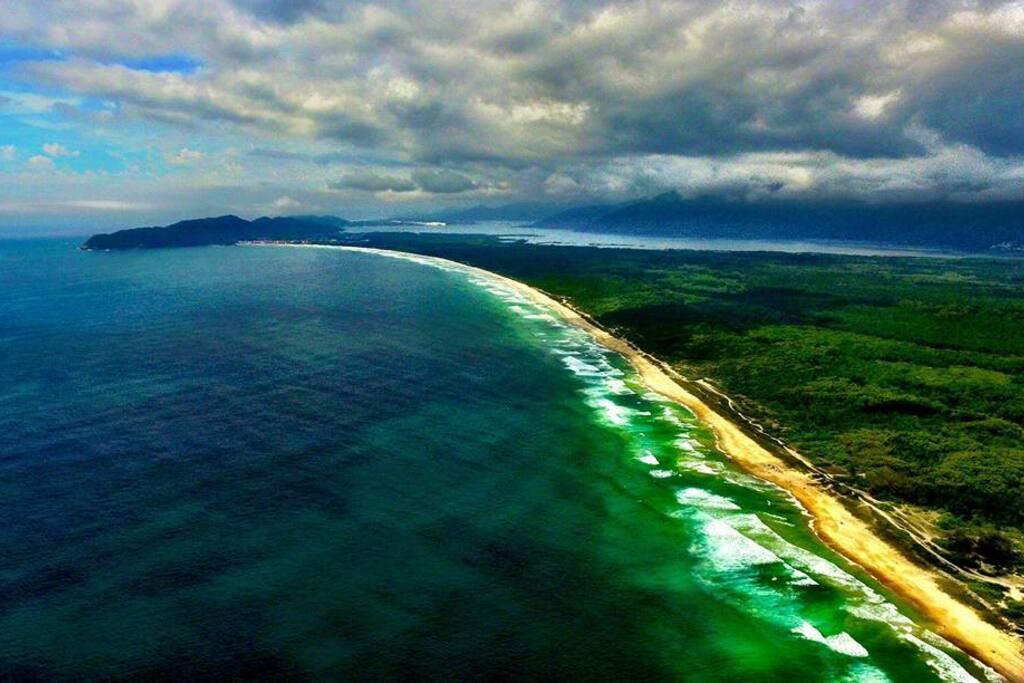 praia selvagem e aguas cristalinas....