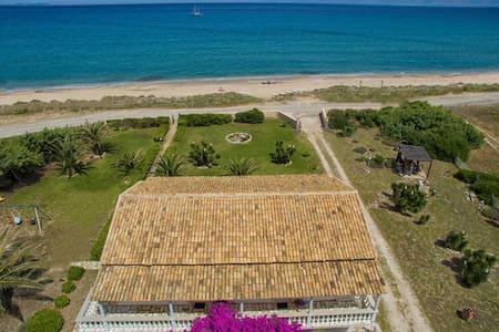 1st floor beach apt for 4 pax - Corfu
