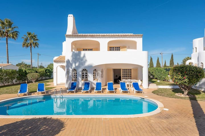 Wi-Fi, with private pool, surrounding terrace