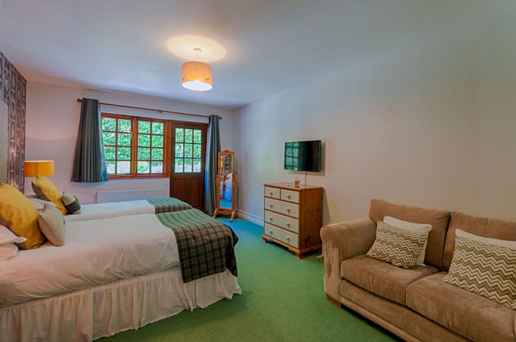 Edgemoor Hotel - Dog Friendly Double / Twin Room