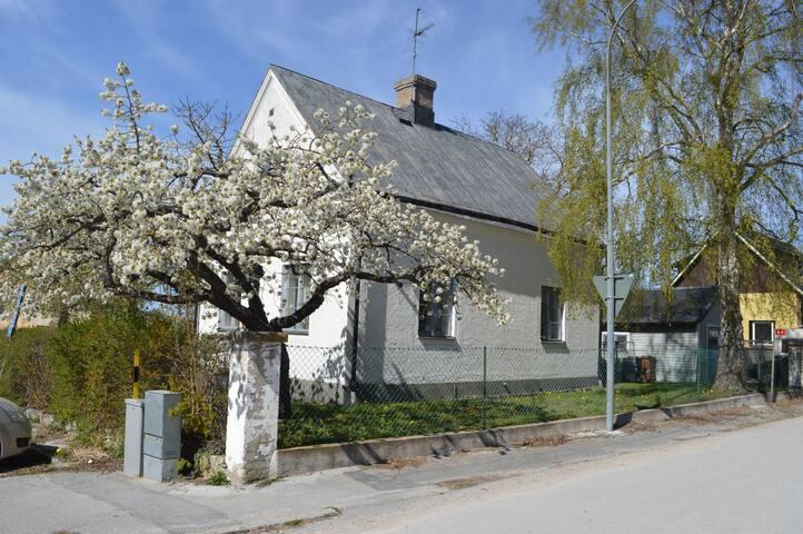 Lungt läge med närhet till Visbygamla stad.