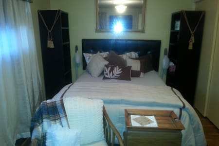 Cosy and Comfy Guest Room 103 - Tacoma