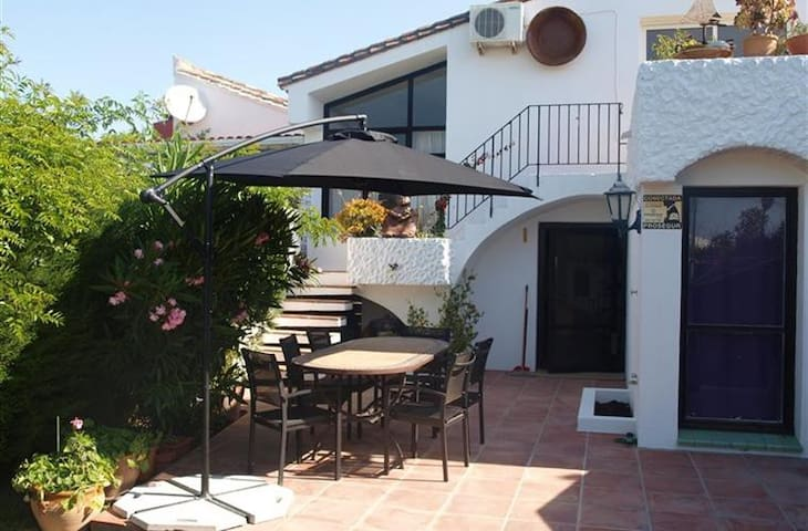 3 Bedroom holiday villa Estepona - Estepona - House