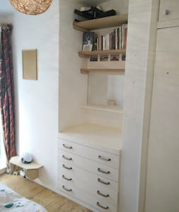 Small double with garden views - London - House